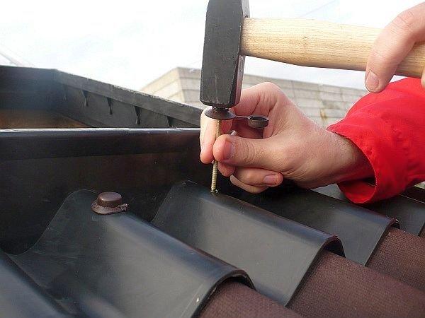 установка гвоздя с защитным колпачком