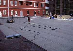 укладка рубероида на крышу дома