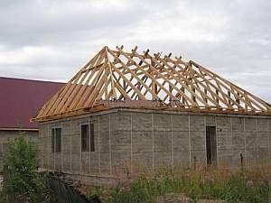 завершенная стропильная система вальмовой крыши