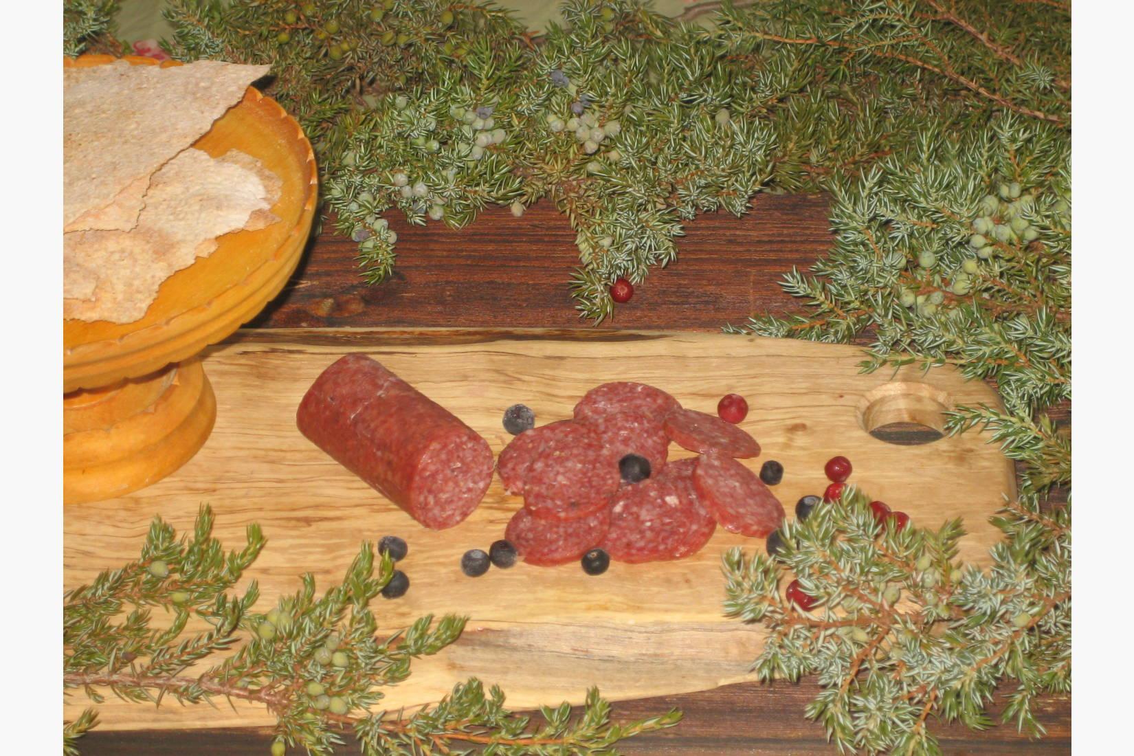 Spekepølser av lam basert på lokalt råstoff som tyttebær, blåbær og einebær