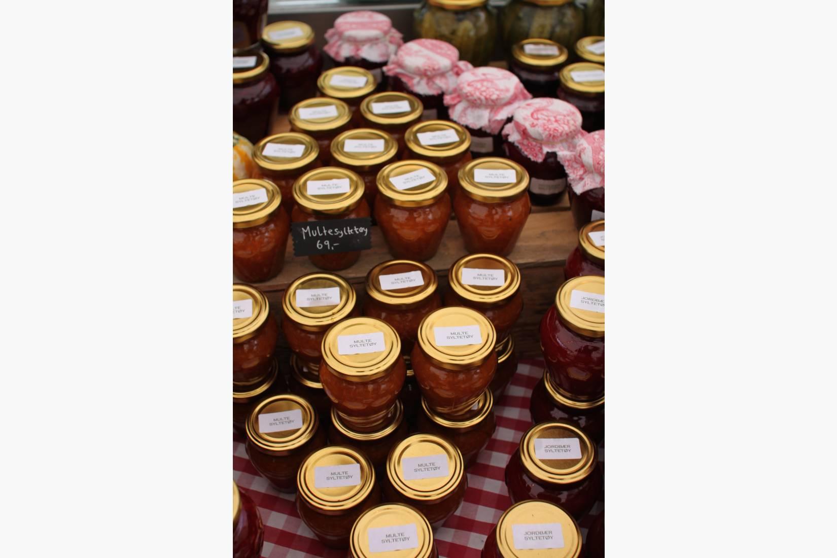 I gårdsbutikken vil du finne et stort utvalg av egne sylteprodukter og masse annet godt!