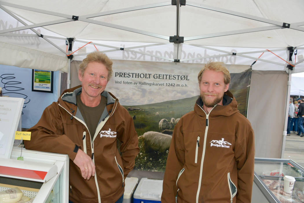 Reidar og Tim Reidar Stenberg har laget landets beste brune geitost.