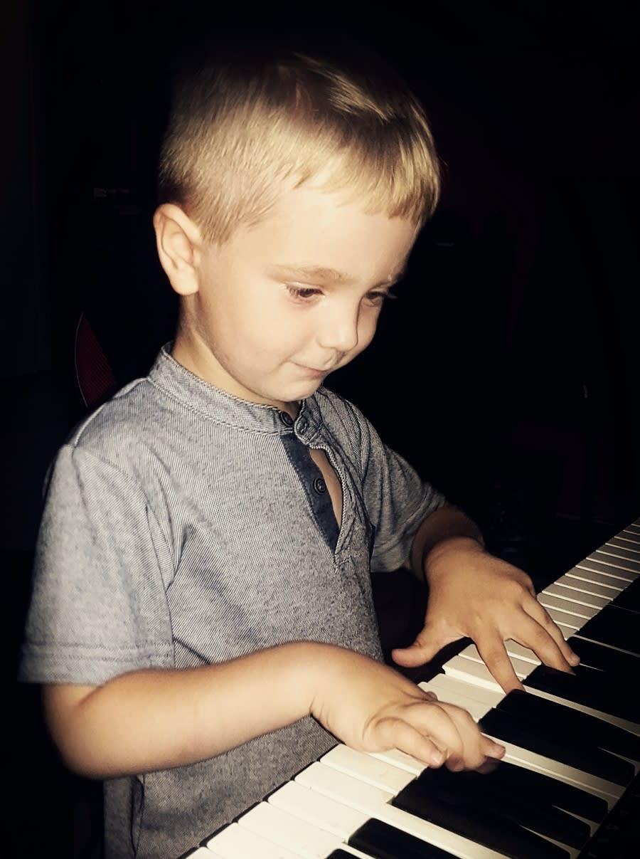 child play piano