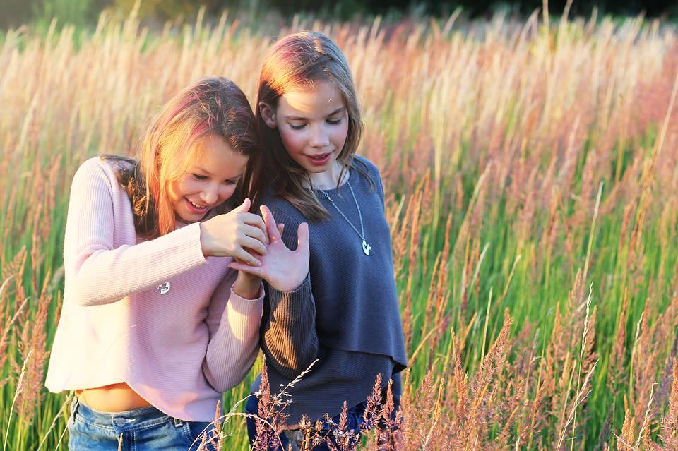 teenage girls friends