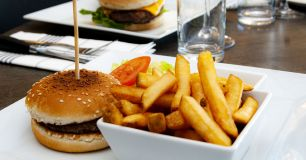 Hamburgare med pommes frites