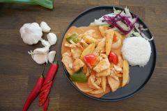 2. Kyckling Thai Curry (halv stark)