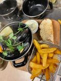 Moules frites liten /Moules Frites, served with Bread and ai