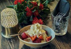 Gräddglass med jordgubbar