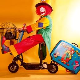 Clown mit Roller