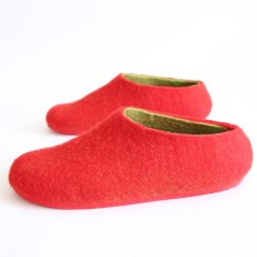 Women's felt slippers in strawberry red (various sole colours)