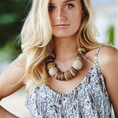 Lira coconut necklace