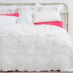 Rosette quilt in white