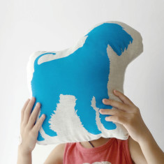 Hug King of Terrier toy in cyan