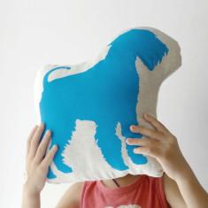Hug King of Terrier toy in cyan