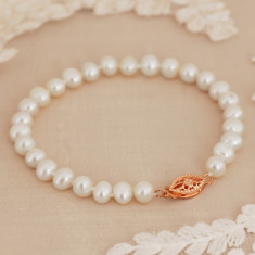 Pearl Bracelet with Vintage Style Rose Gold Clasp