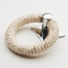 White rope pull