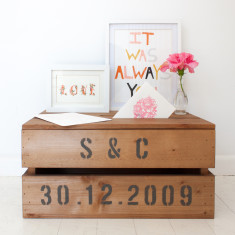 Personalised crate with lid