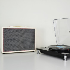 HolySmoke Joy St BT Speaker with Free Turntable