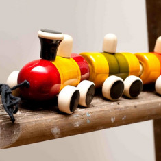 Pom pom rail train set