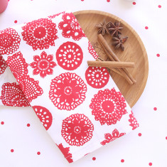 Set of 4 Doilie berry napkins
