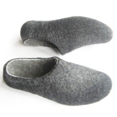 Women's Handmade Wool Slippers in Charcoal