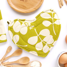 Heart-shaped pot holder in citronelle green