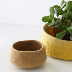 Vadu small felt bowl (various colours)