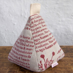 Doorstop in red Latin herbal