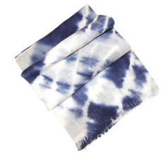 Cashmere scarf in indigo and winter white