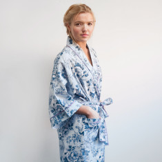 Cotton wrap-over kimono in blue rosetta print
