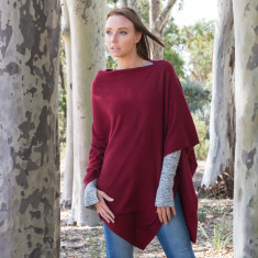 Cashmere poncho in ruby