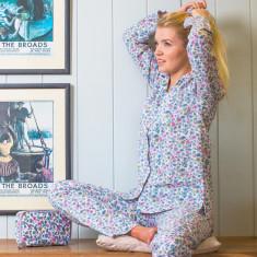 Pyjamas in vintage-style Isabel print