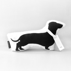Hug dachshund toy in black