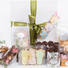 Welcome baby gift box