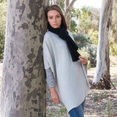 Cashmere poncho in silver grey