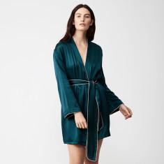 Silk robe in emerald green
