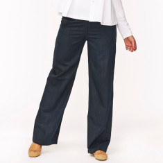 Classic linen trousers in black