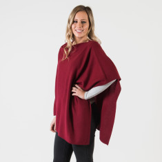 Cashmere poncho in ruby red