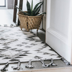 Traditional Tufted Rug Runner