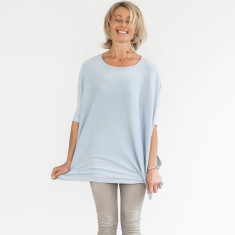 Sleeved knit in silver blue