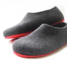 Handmade women's felt shoes in black