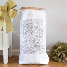 Colouring-in Christmas paper sack
