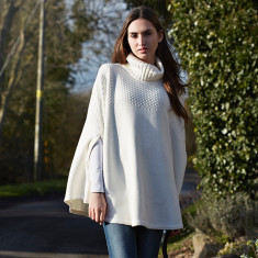 Cape poncho in winter white