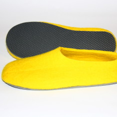Men's felt slippers in mellow yellow