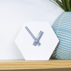 Geo desk clock in white with grey hands