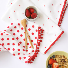 Set of 2 Polka dot tea towels in berry pom pom