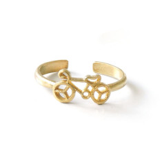 Gold bicycle ring in gift tin