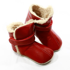 Pre-walker snug booties in red