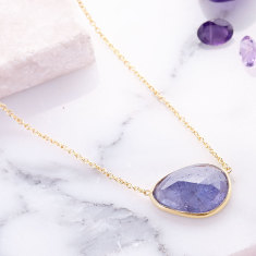 Pebble central stone necklace with tanzanite in gold plate