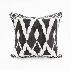 Spearhead cushion in Black
